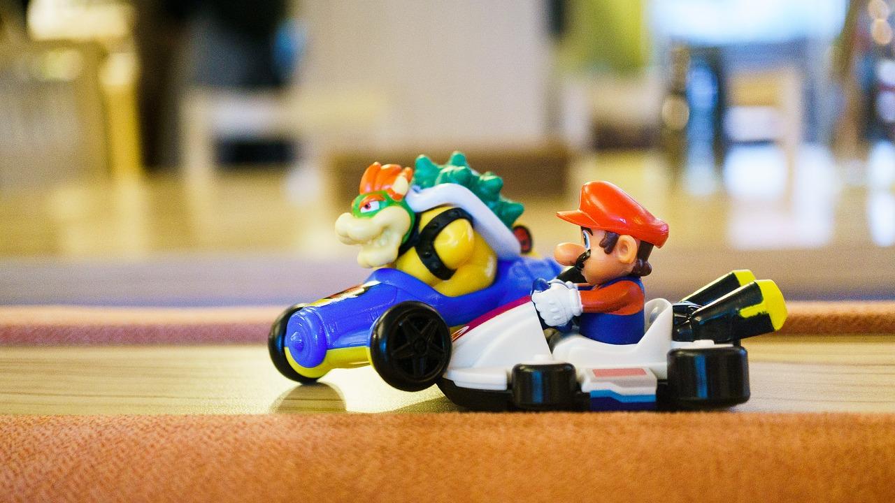 Deux figurines issues de l'univers de Mario