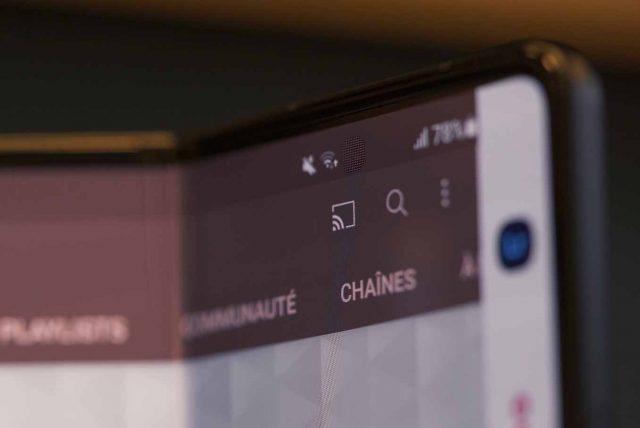 Le Galaxy Z Fold 3 embarque une caméra frontale située sous l'écran