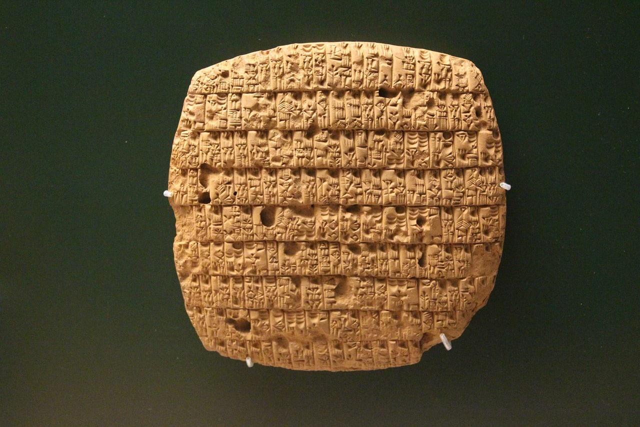 Une tablette en pierre