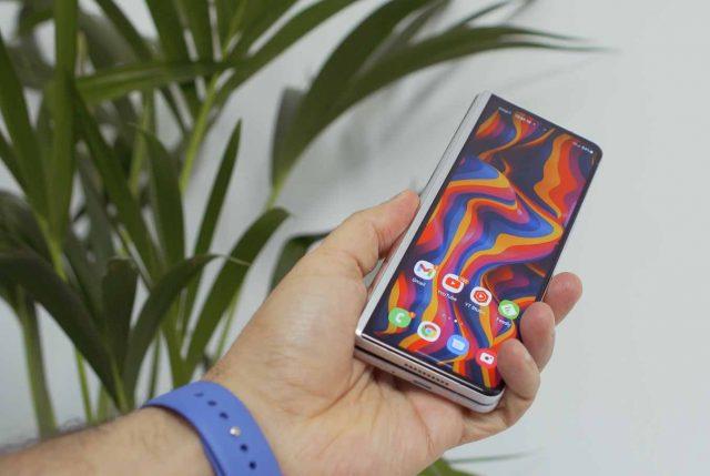 Le Galaxy Z Fold 3 tient bien en main