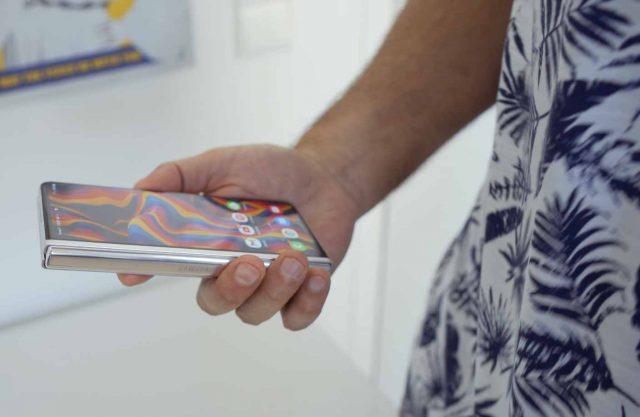 Le Galaxy Z Fold 3 en main