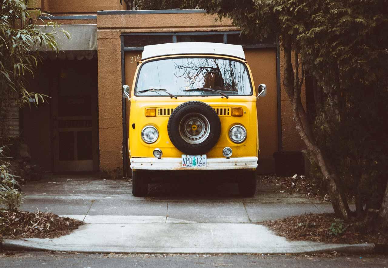 Un vieux van de Volkswagen