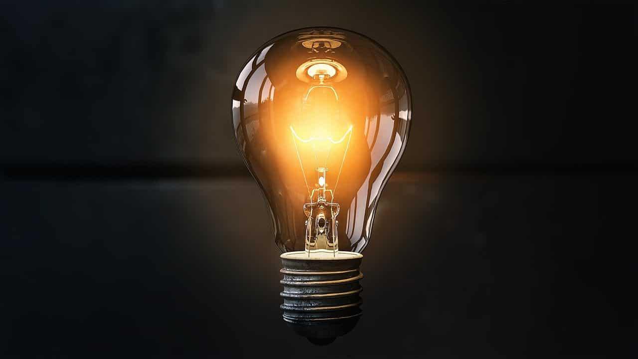 Une ampoule éclairée