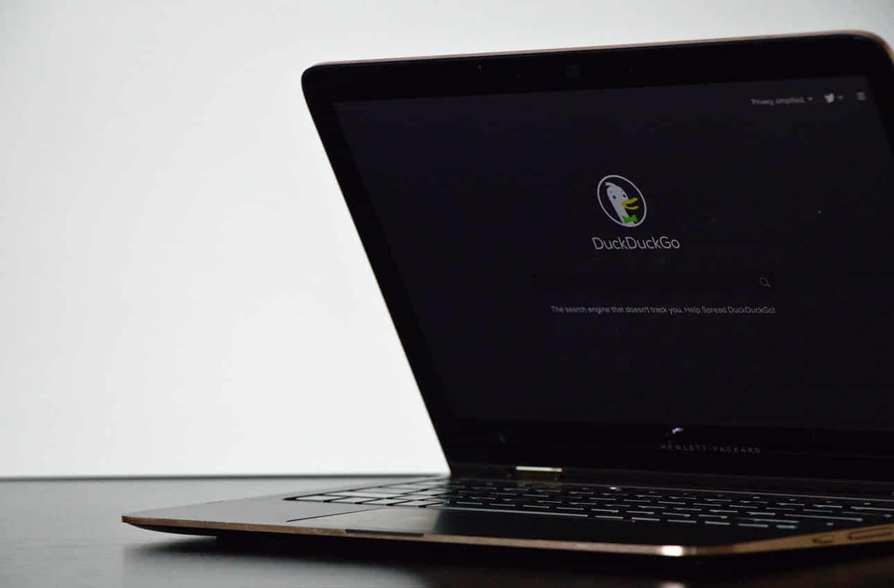 Un ordinateur sur DuckDuckGo