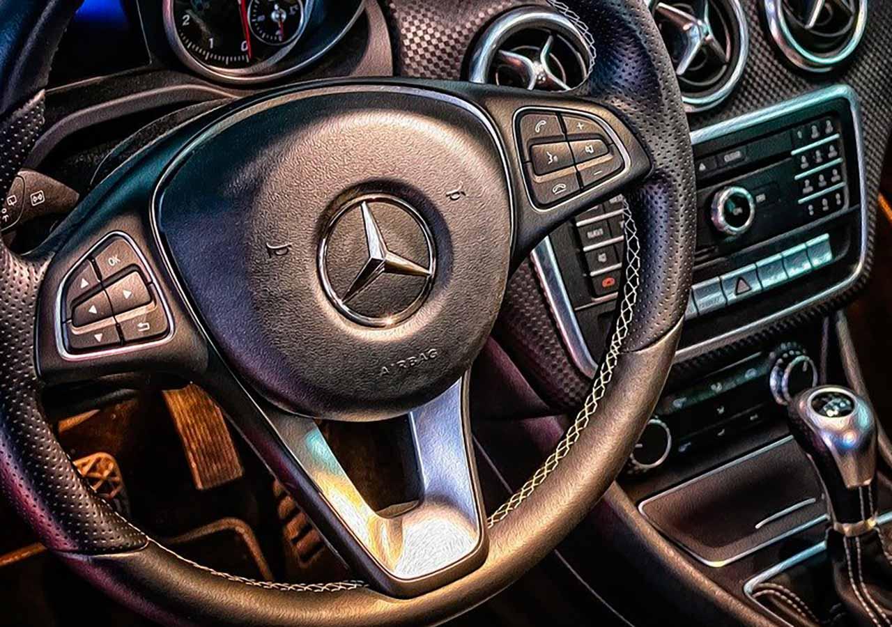 Le volant d'une Mercedes