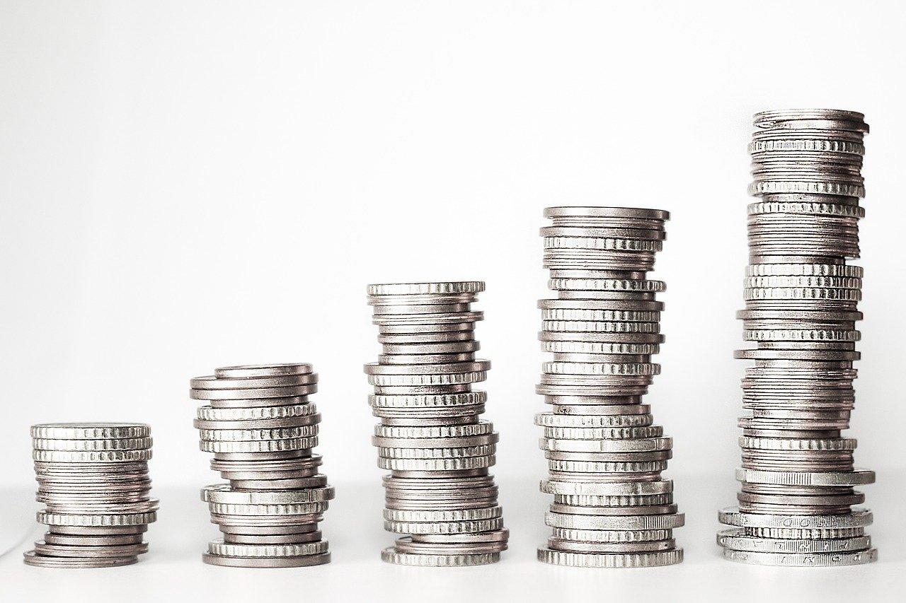 Une pile de pièces de monnaie