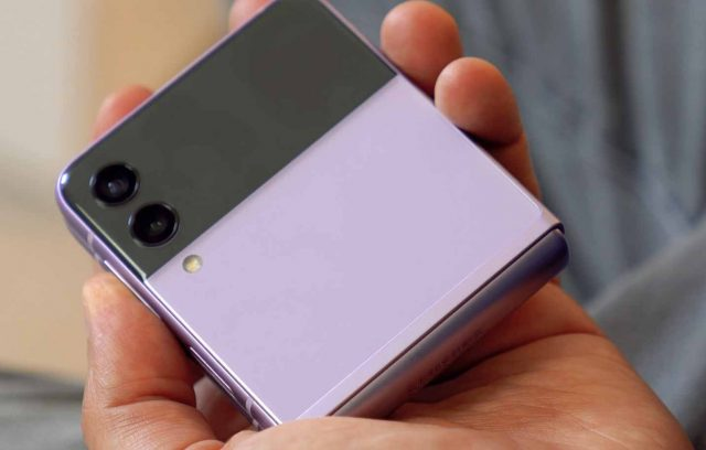 Le Galaxy Z Flip 3 en position repliée