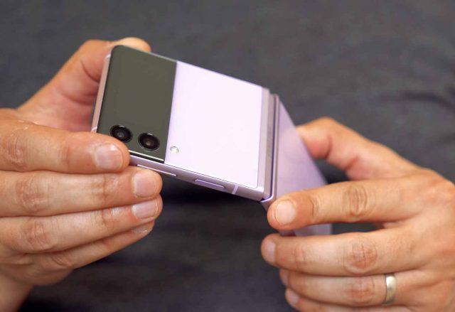 La charnière du Galaxy Z Flip 3 est très solide