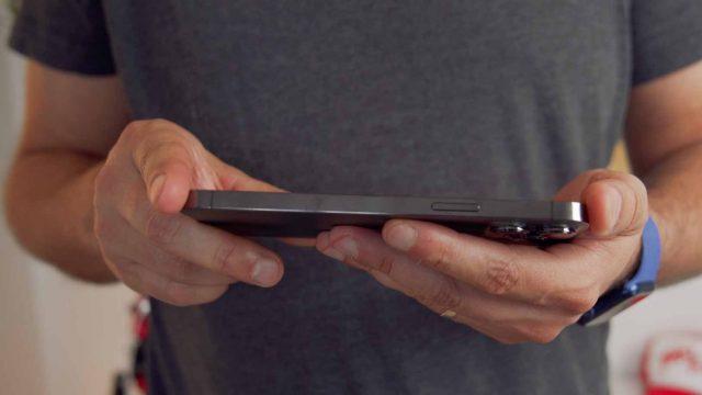 Pour profiter de ses contenus multimédia, la belle diagonale de l'iPhone 13 Pro Max est un plus